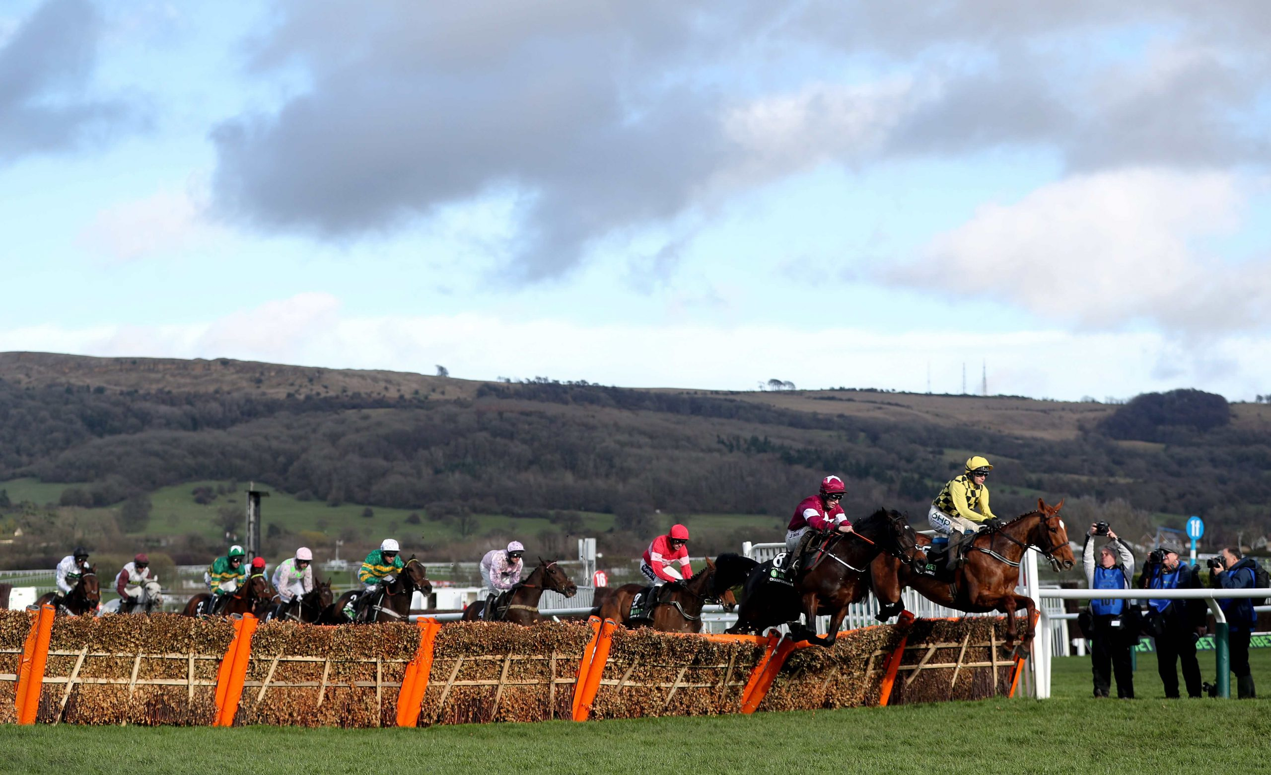 Horse Racing: Cheltenham and Bangor, Preview & Tips – Friday